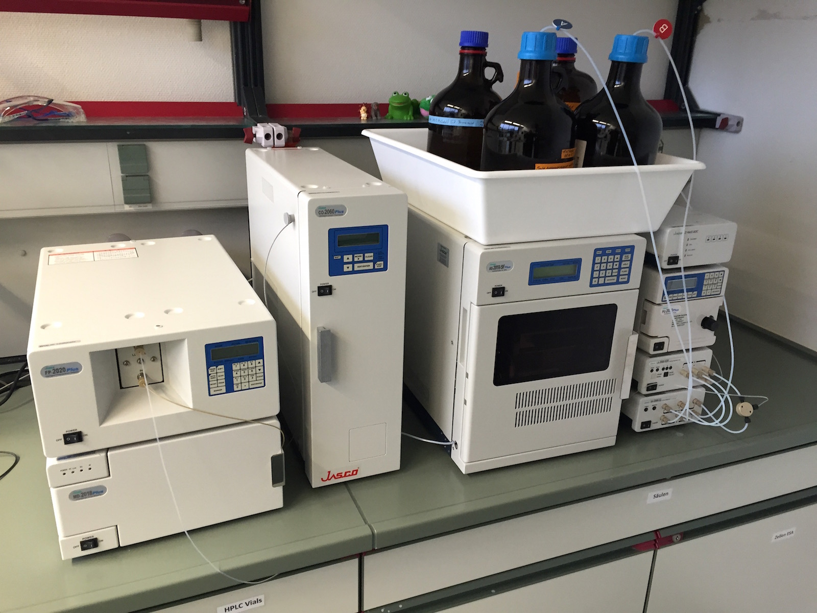 High-pressure liquid chromatograph with diode array